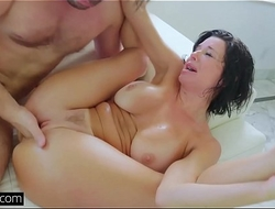 Veronica Avluv'_s pussy gaping and squirting