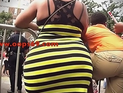 rubbing my cock on her irritant in parade