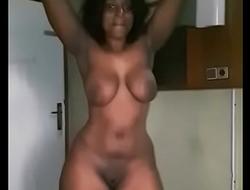 Leaked Video Lagos girl dancing nude