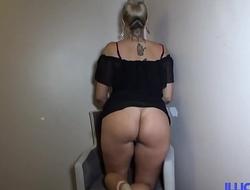Lindsay, fille bien élevée, veut se dévergonder avec une bonne queue
