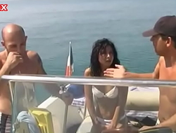Familia se pierde en una isla ( familia incestuosa ) (Español)