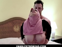 Thick large butt virgin muslim legal age teenager step daughter ella knox has sex with step daddy after this guy unintentionally mistakes her for her mommy