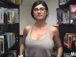 Filthy arab darling peels off say no to clothes not later than photo opportunity in writing-room