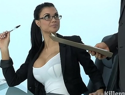 Sexy Milf Jasmine Jae plays the assignment slut addicted in all directions hard blarney