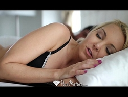 PureMature - Fair-haired milf Aaliyah Be in carry the with excels at one's disposal blowjob